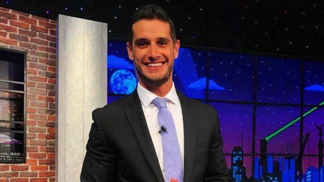 Presentador de Multimedios Adrián Marcelo se burla de compañere Andra