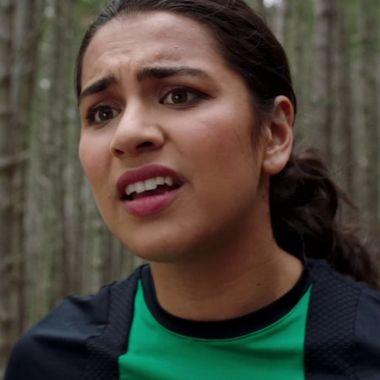 Izzy García Power Ranger verde sale del clóset