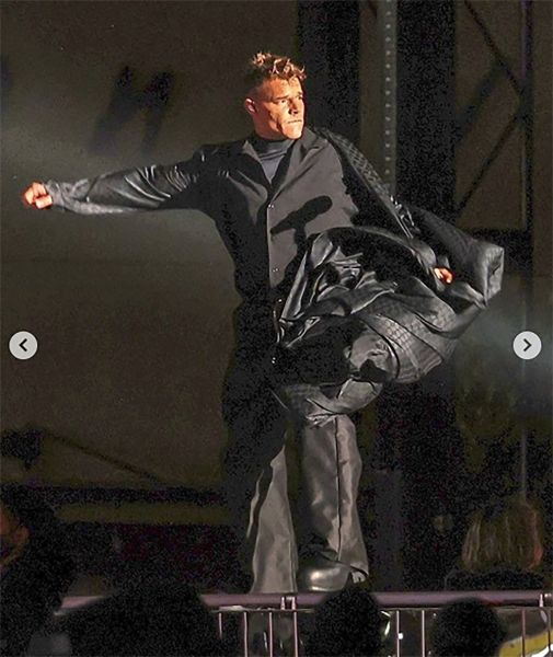 Ricky Martin con tacones