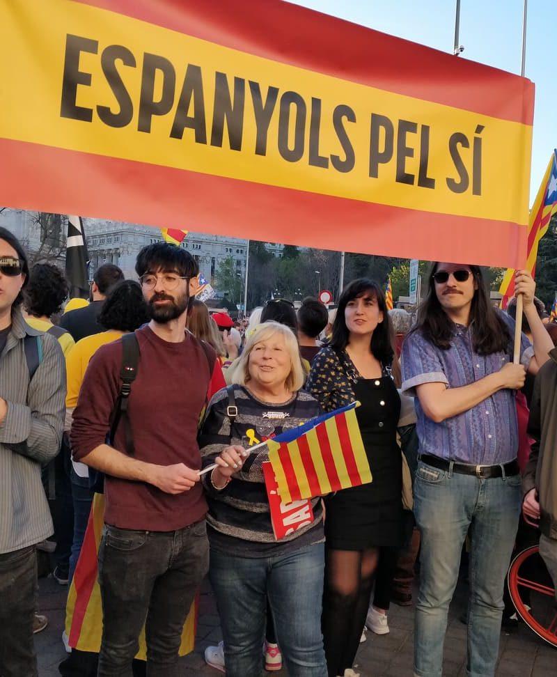 Una bandera de España a favor de la independencia de Catalunya
