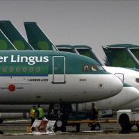 مسافر يقتل مسافر آخر بعضه في طائرة ايرلندية