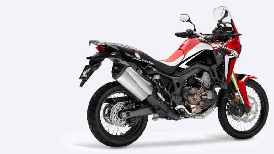 Motocykel Africa Twin na bielom pozadí