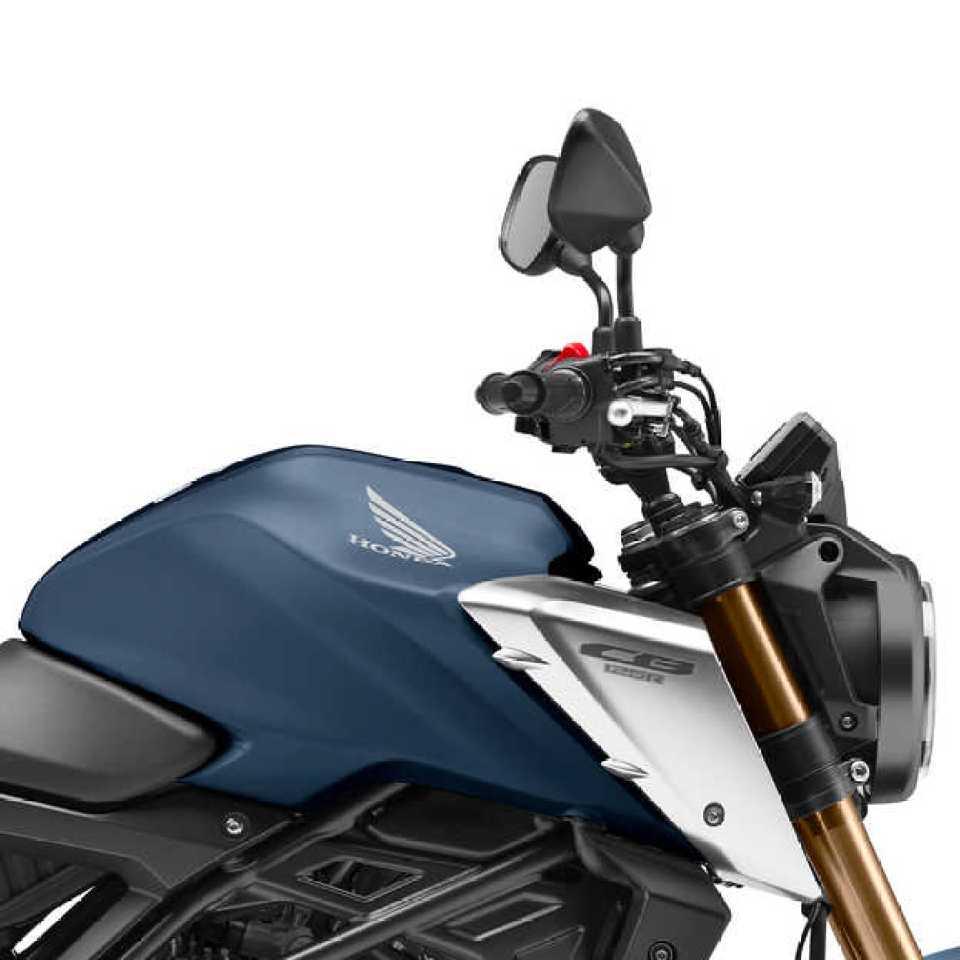 Honda CB125R, pravá strana, detail nádrže a riadidiel, štúdiový záber, modrý motocykel