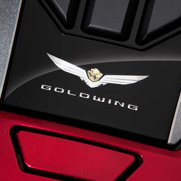Detail znaku motocykla Honda Gold Wing.