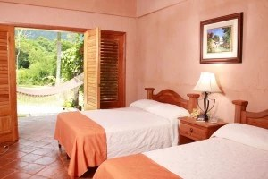 Cangrejal River Hotels