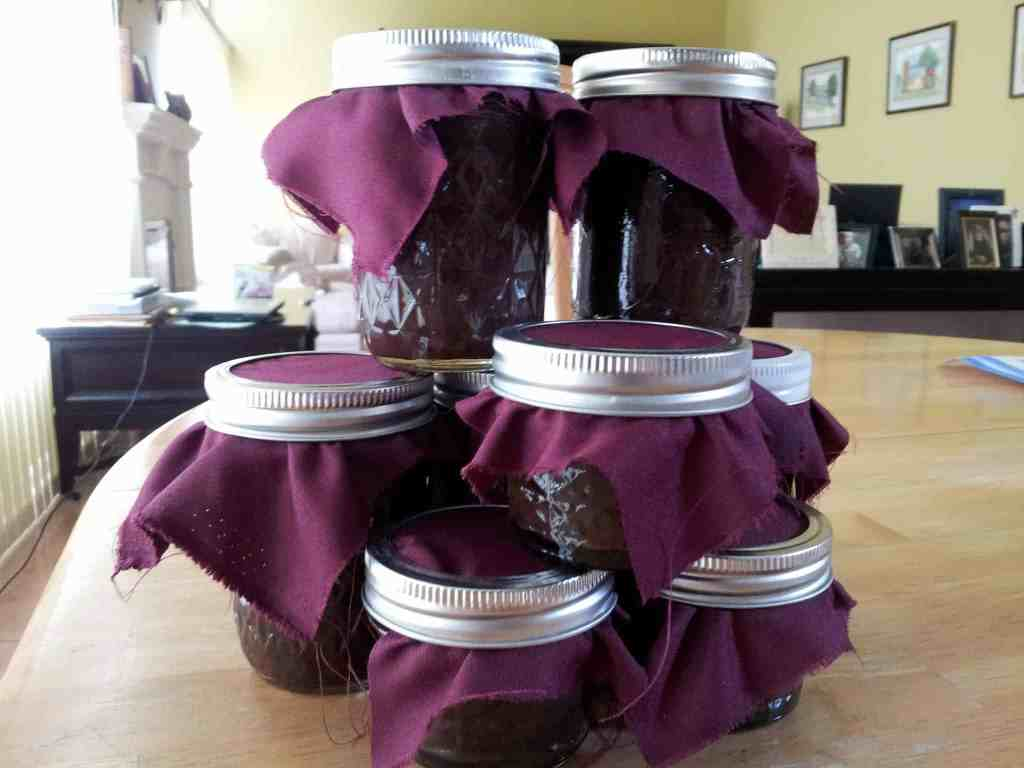 Hot fudge sauce packaged and ready to give