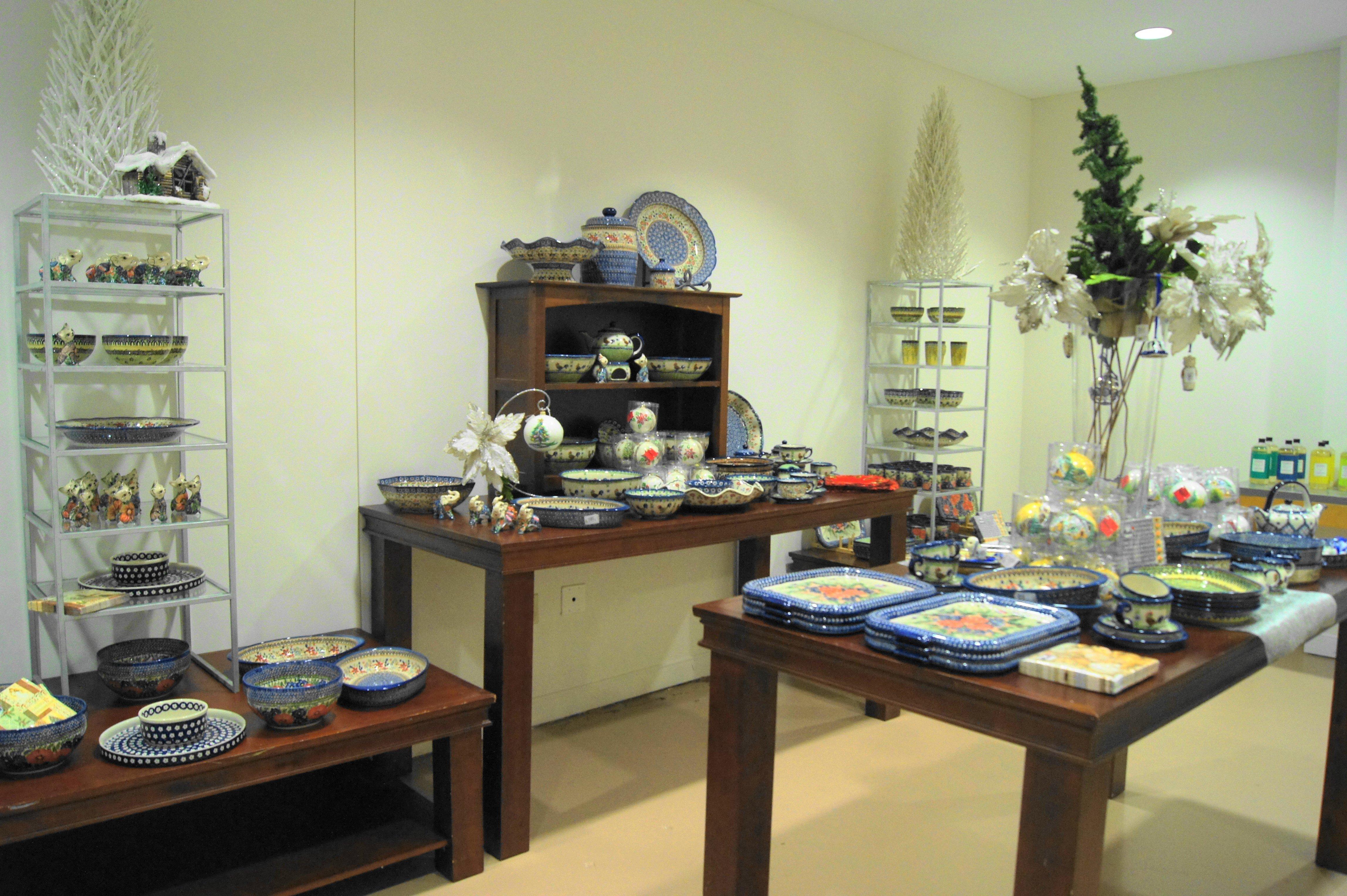 Display of Polish pottery at Dom itp