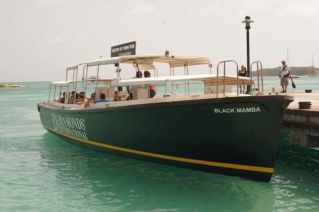 St Maarten water taxi is an easy boat