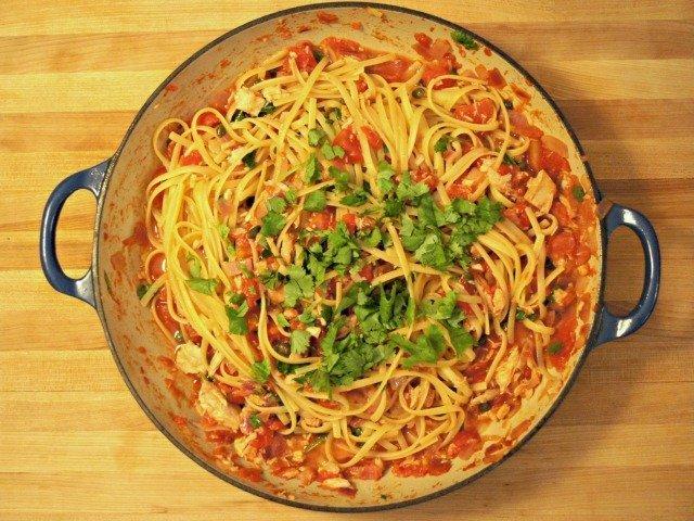 Tuna and tomato pasta in the pot