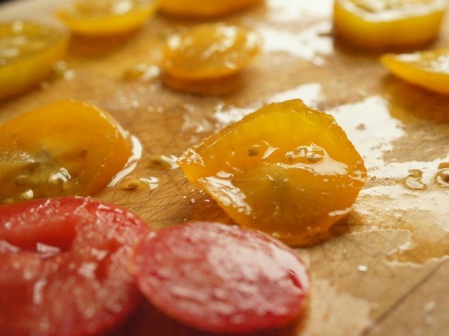 Dehydrating tomatoes for panini