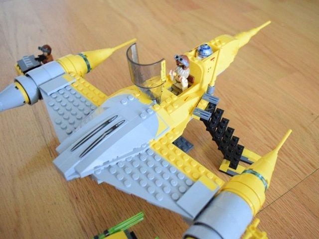 LEGO Star Wars Droid Tales Naboo Starfighter closeup