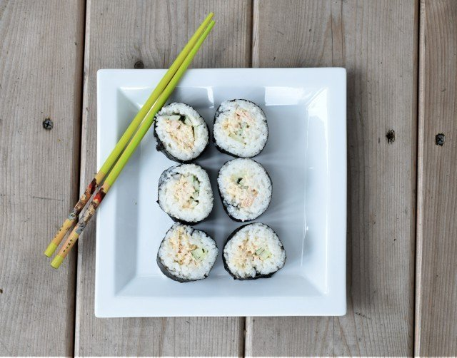 Perfect and easy homemade spicy tuna rolls sushi
