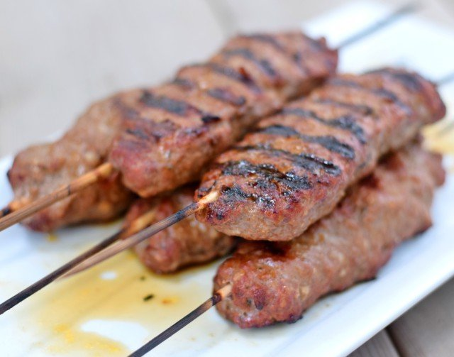 Delicious homemade kefta kebabs recipe to grill for paleo and gluten free weeknight dinner