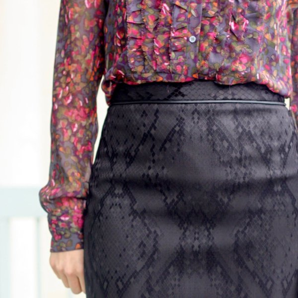 floral thrifted blouse, black pencil skirt | wear to work, office | www.honestlymodern.com