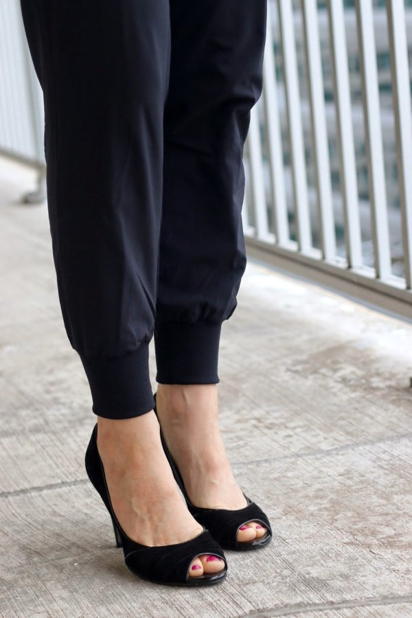 FashionablyEmployed.com | black joggers at work with black heels | wear to work, office