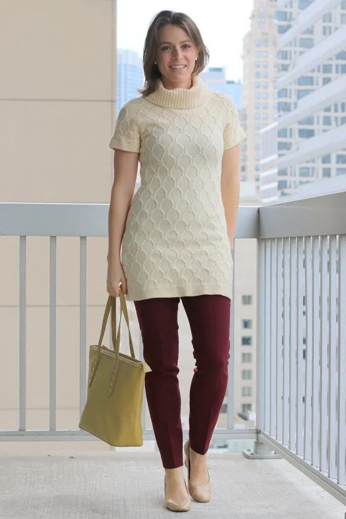 FashionablyEmployed.com | Cream thrifted tunic sweater, burgundy pants, green bag and nude heels | Simple and sustainable style for everyday professional women | work wear, office style