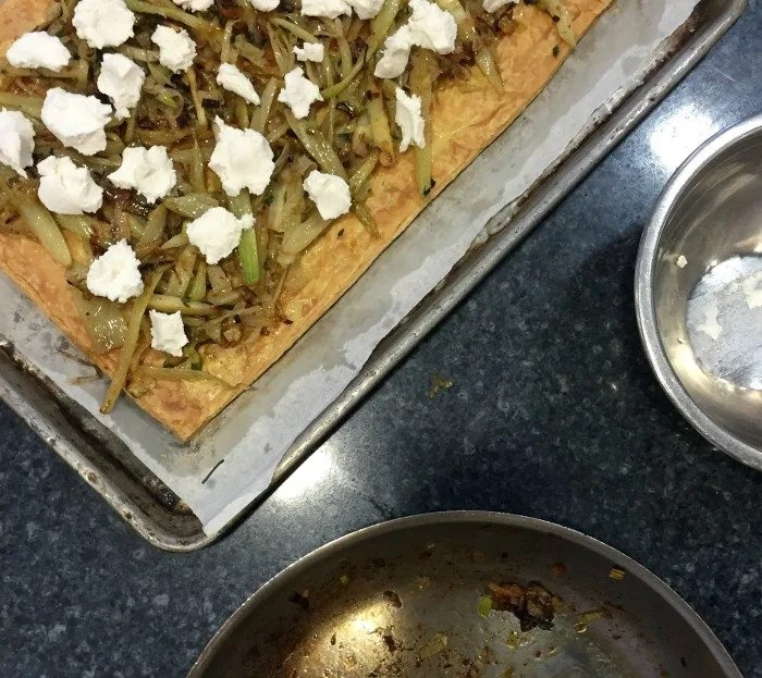 Leek, fennel and goat cheese flatbread