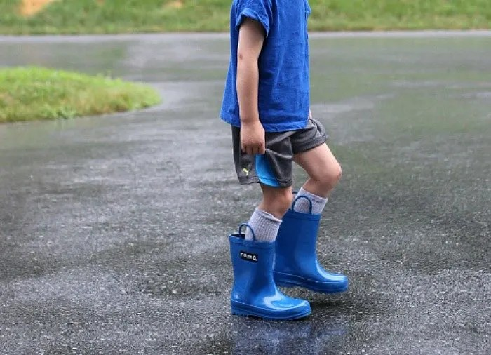 Searching for new rain boots with a purpose? Check out these Roma Boots that will not only keep your feet dry but also those of child in need. Click through for details!