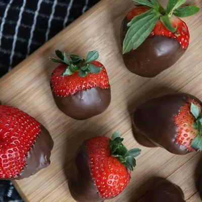 Simply Relish | Chocolate Covered Strawberries