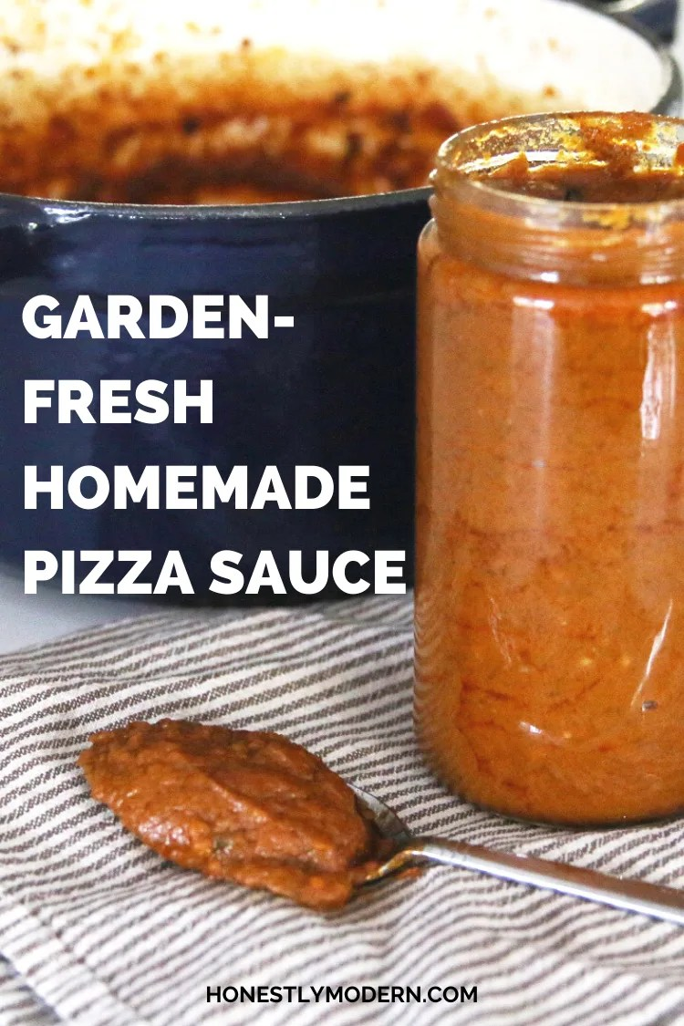 Not sure how to use up all the tomatoes from your garden? Try this super simple and delicious homemade pizza sauce recipe to use up tomatoes before they go to waste.  | #HonestlyModern  #zerofoodwaste #homemade #gardenrecipe