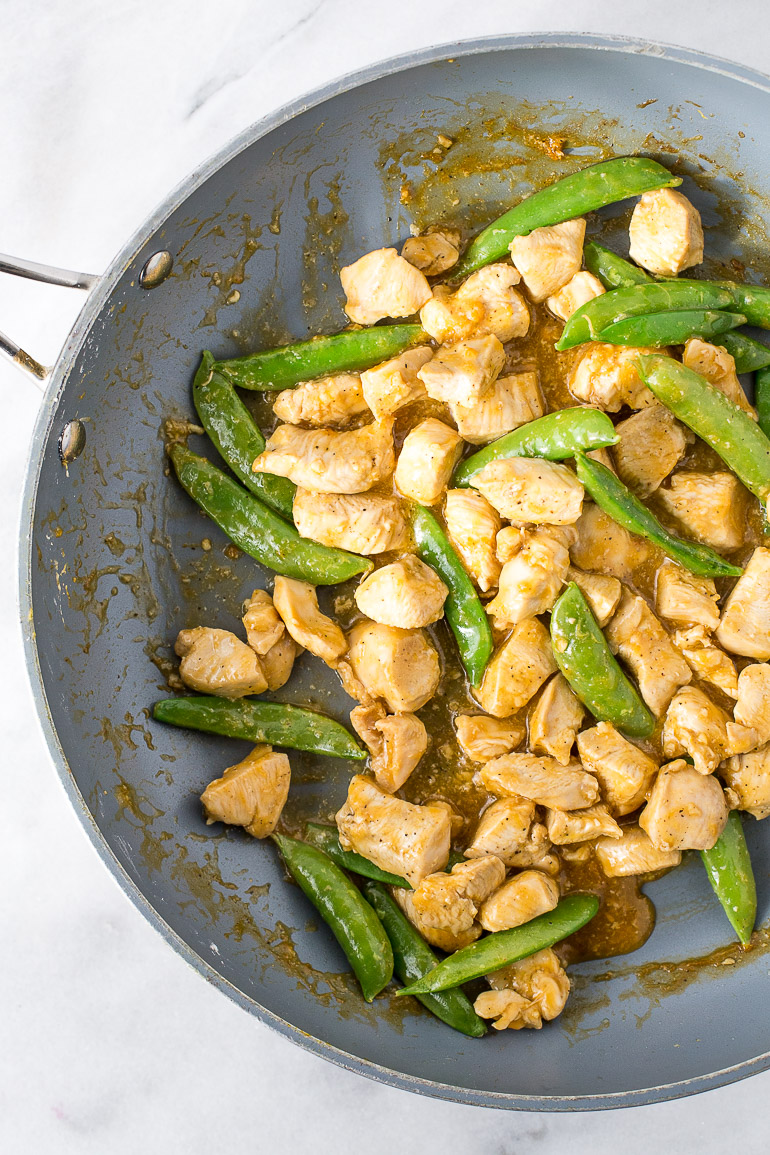 An easily adaptable stir fry recipe that comes together lightning quick making it perfect for a lazy weeknight dinner with plenty of leftovers for lunch! | GF + DF + soy free + no refined sugar | via Honestly Nourished