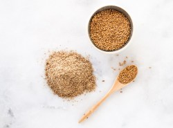 A superior source of plant-based sources of omega-3 fatty acids, find out why flaxseeds are so beneficial to your heart, digestion, and overall health! | via Honestly Nourished