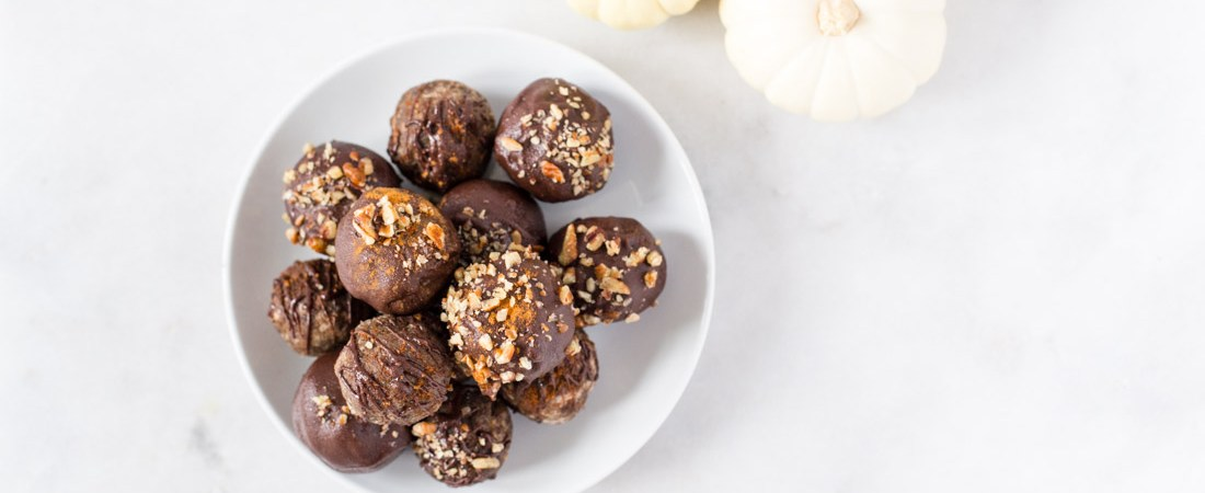 An easy dark chocolate covered truffle recipe combining crumbled paleo pumpkin spice bread crumbles with vegan cream cheese and frosting for a seasonal treat. Allergen-friendly, grain free, refined sugar free, and gluten free, too!   Honestly Nourished
