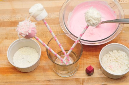 how-to-make-marshmallow-pops-on-a-stick-marshmallows-dipping