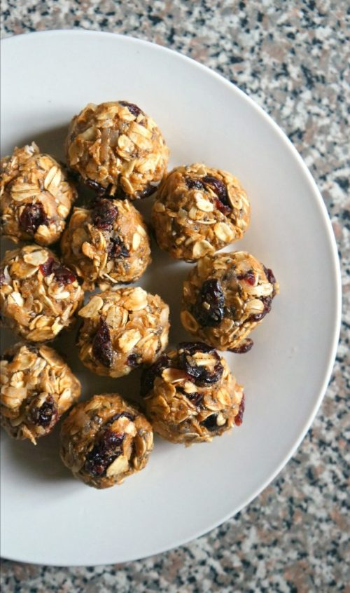 Protein Packed Cranberry Chocolate Chip Oat Energy Bites Recipe. These tasty little energy balls are super easy to make, all you need is 5 minutes and 8 ingredients!