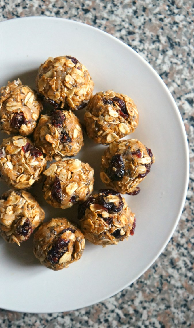 Protein Packed Cranberry Chocolate Chip Energy Bites Recipe with oats. These tasty little energy balls are super easy to make, all you need is 5 minutes and 8 ingredients!