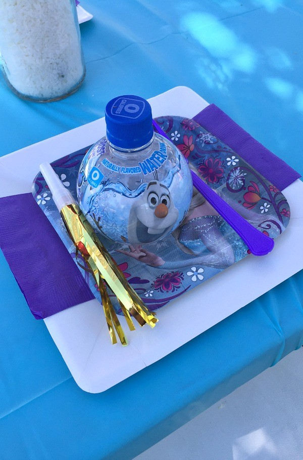 Frozen Birthday Party Ideas, Place setting at the kids table