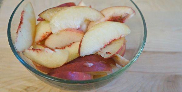 Sliced peaches in a bowl