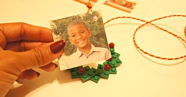 How to make a LEGO wreath photo ornament, add the picture