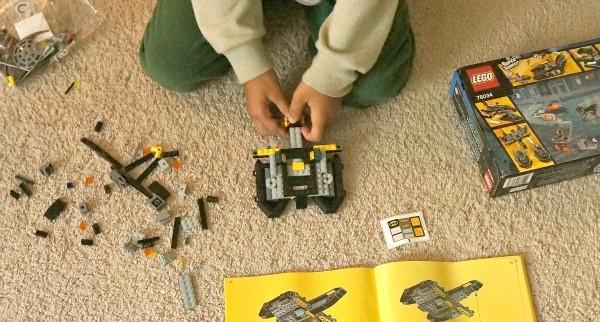 LEGO® Super Heroes Making the Batman Batboat Building Set