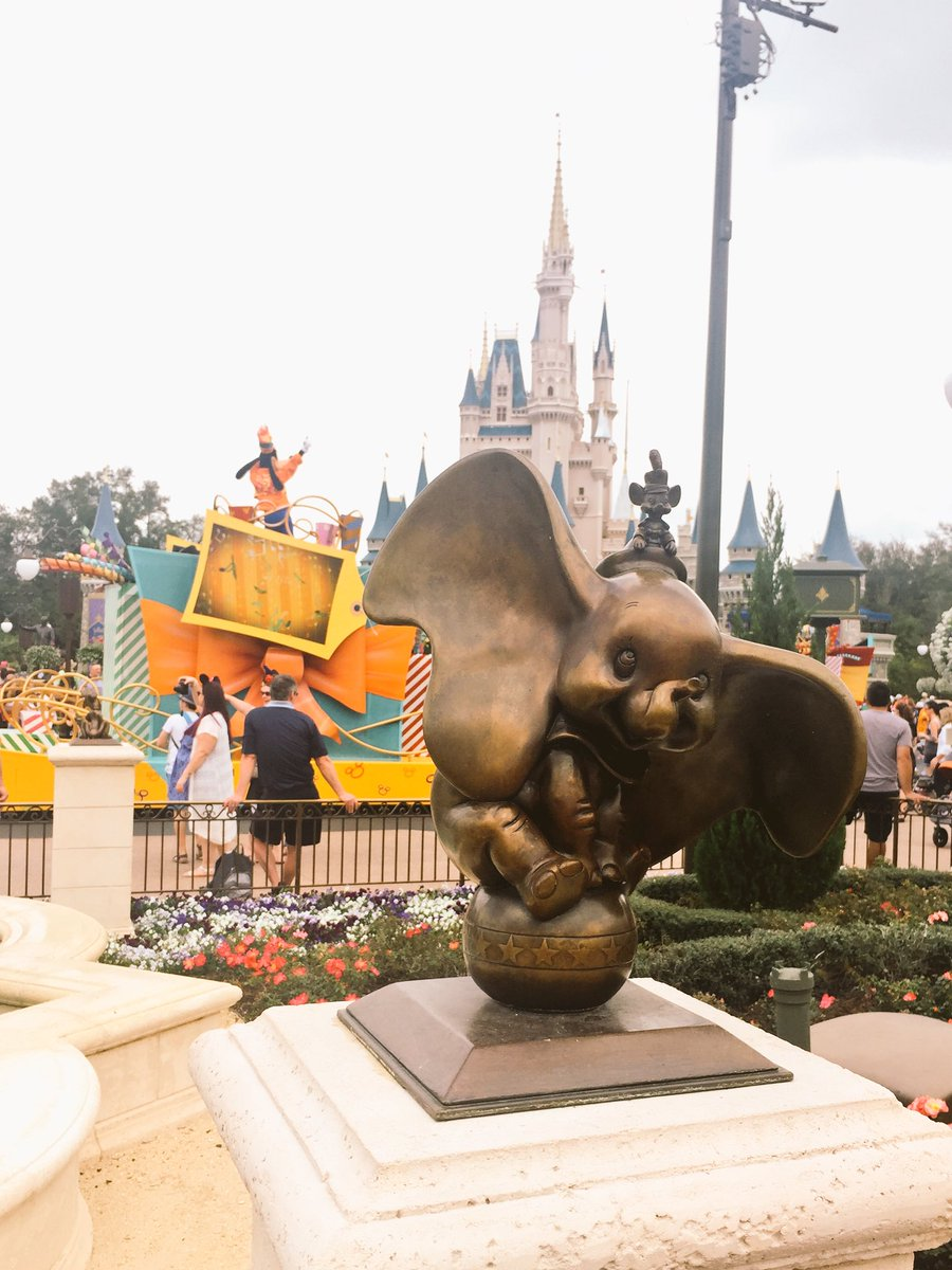 Disney's Magic Kingdom Theme Park, Dumbo statue and a parade in front of the castle
