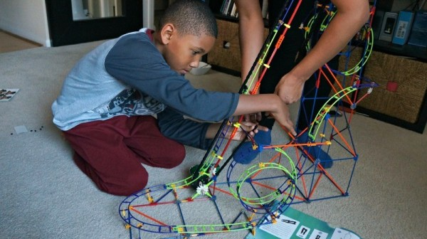 building-the-knex-wild-whiplash-roller-coaster-adding-the-chain