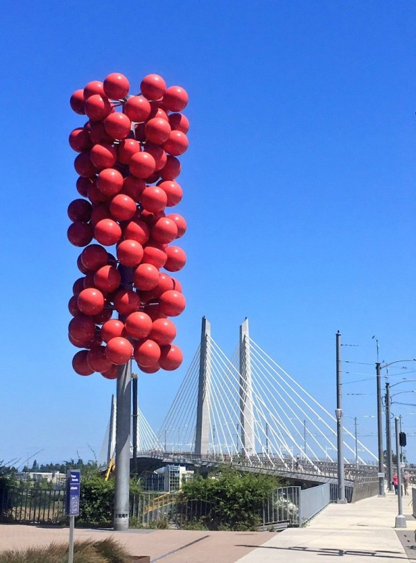 fun-things-to-do-with-kids-in-portland-oregon-red-balloon-art-at-the-tilikum-bridge
