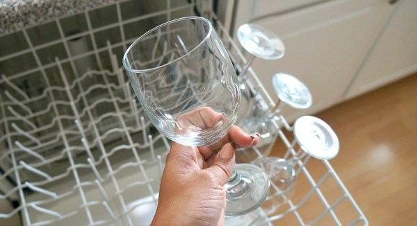 Stress free holiday entertaining tips, wash wine glasses and other dishes with Cascade Platinum ActionPacs