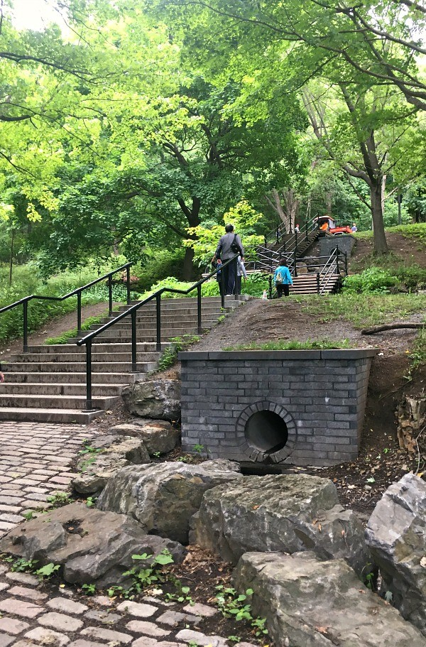 Hiking Parc du Mont-Royal, the stairs at Peel Street