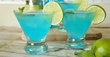 Blue passion mojito recipe a summer cocktail using Alize Bleu Passion liqueur