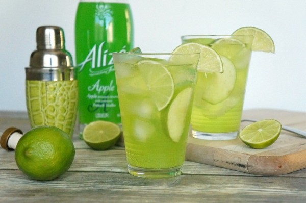 Love this refreshing green apple fizz cocktail, so good!