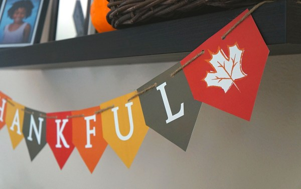 Free printable thankful banner DIY decorations for Thanksgiving