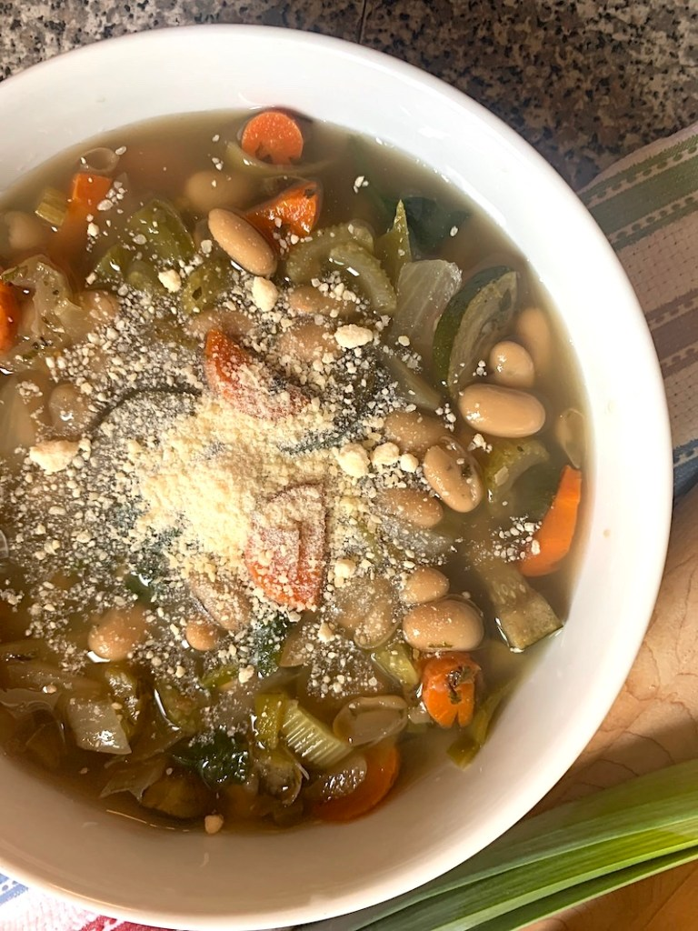 Slow cooker white bean and vegetable soup
