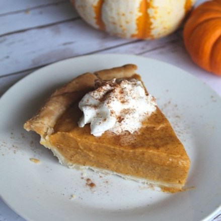 Easy Pumpkin Chiffon Pie Recipe with whipped topping
