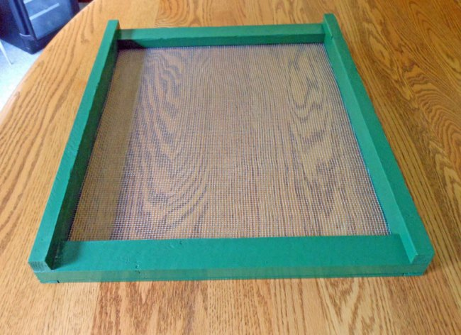 When installed, the screen side goes down. The higher two sides hold the telescoping cover away from the screen and allow air to flow out of the hive in the front and back.