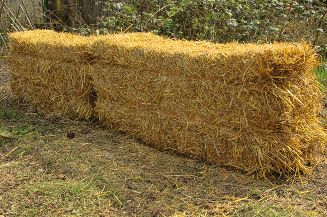 Baling-twine-parallel-to-the-ground