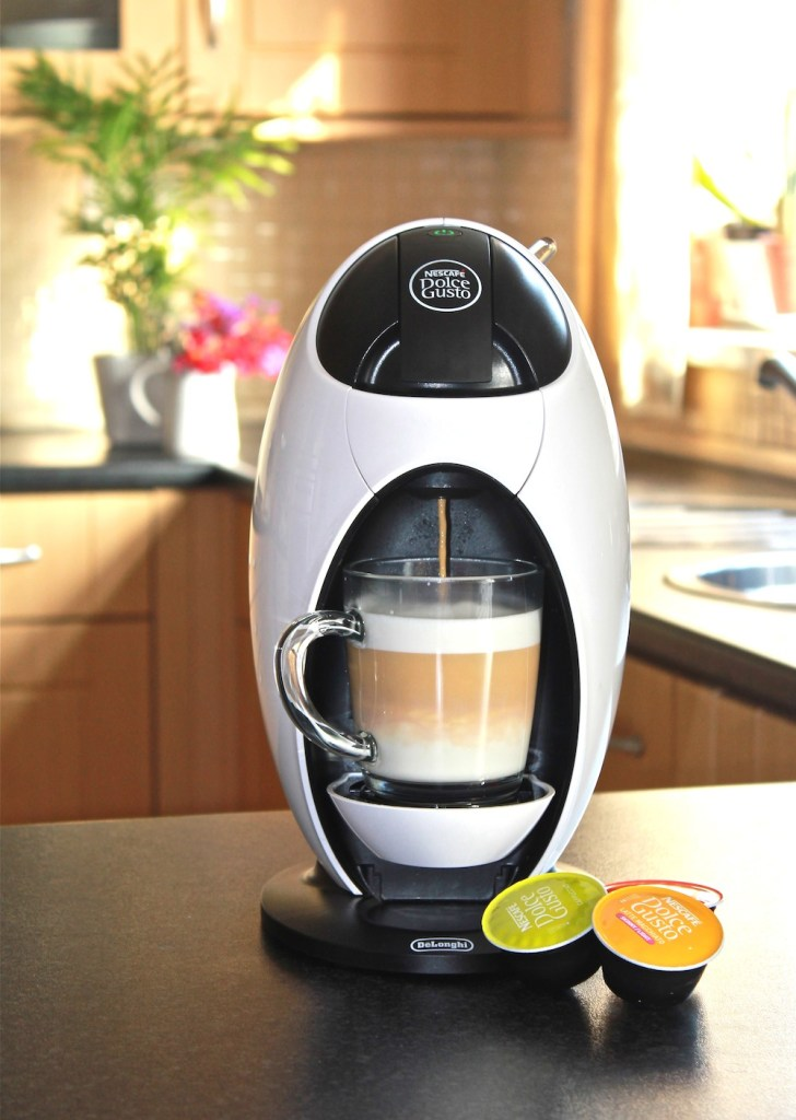 Nescafe Jovia making latte