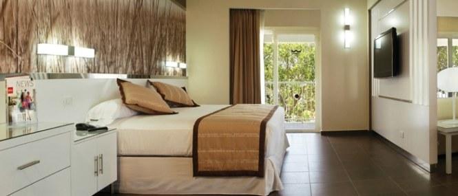One Bedroom Suite Full Bathroom With Bathtub And Bidet Living Room