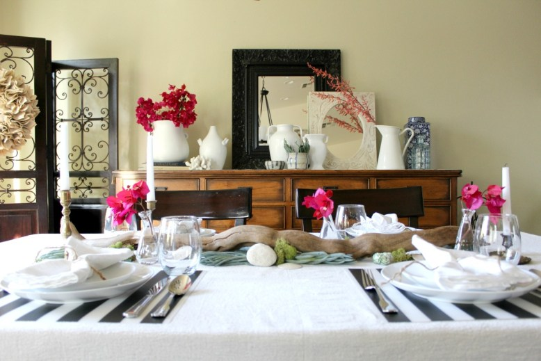 California-Coastal-tablescape-and-dining-room