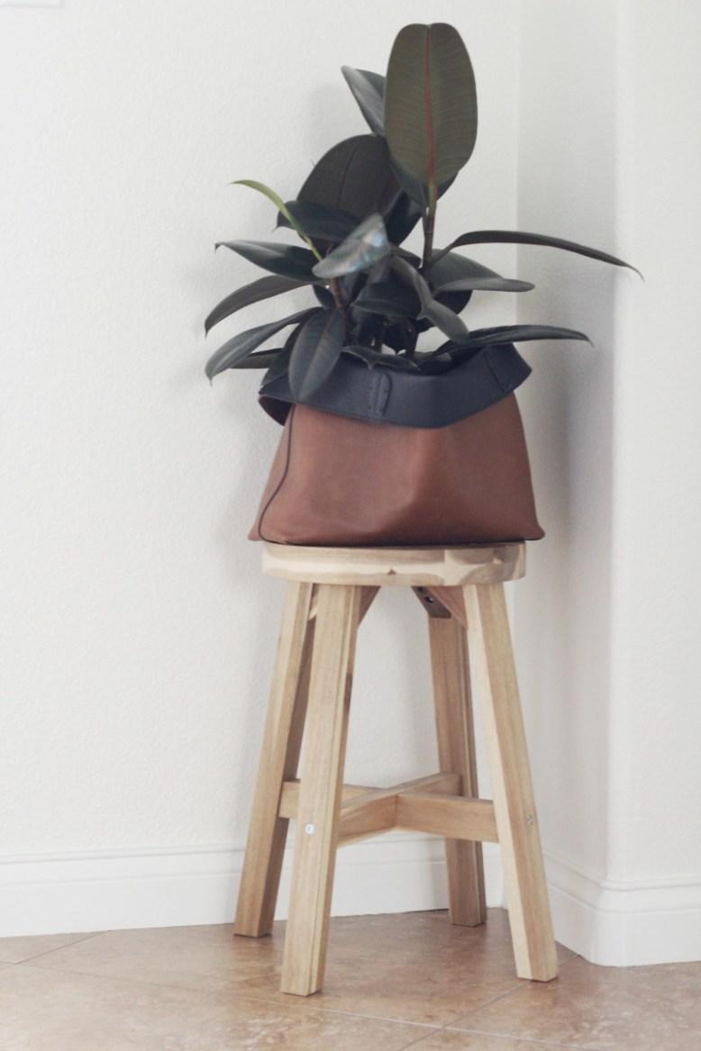Repurpose a tote into a cachepot